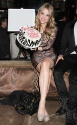 http://img284.imagevenue.com/loc348/th_60382_Ashley_Benson_Celebrates_her_21st_Birthday_001_122_348lo.jpg