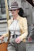 Catherine Zeta Jones leaving her appartement 23-11-2010