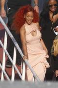 http://img284.imagevenue.com/loc512/th_107917640_RihannaW007_122_512lo.jpg