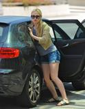 Анна Пакуин, фото 1379. Anna Paquin - booty in jean shorts at LAX Airport 07/31/11, foto 1379