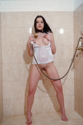 http://img284.imagevenue.com/loc7/th_761861526_MetArt_Sorente_Valeria_A_medium_0040_123_7lo.jpg